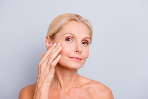 Flacidez no rosto: conheça 4 tratamentos para combatê-la