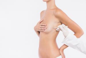 Quando uma paciente pensa em fazer uma mamoplastia de aumento vai se deparar com vários tipos de próteses, como a prótese de silicone cônica.