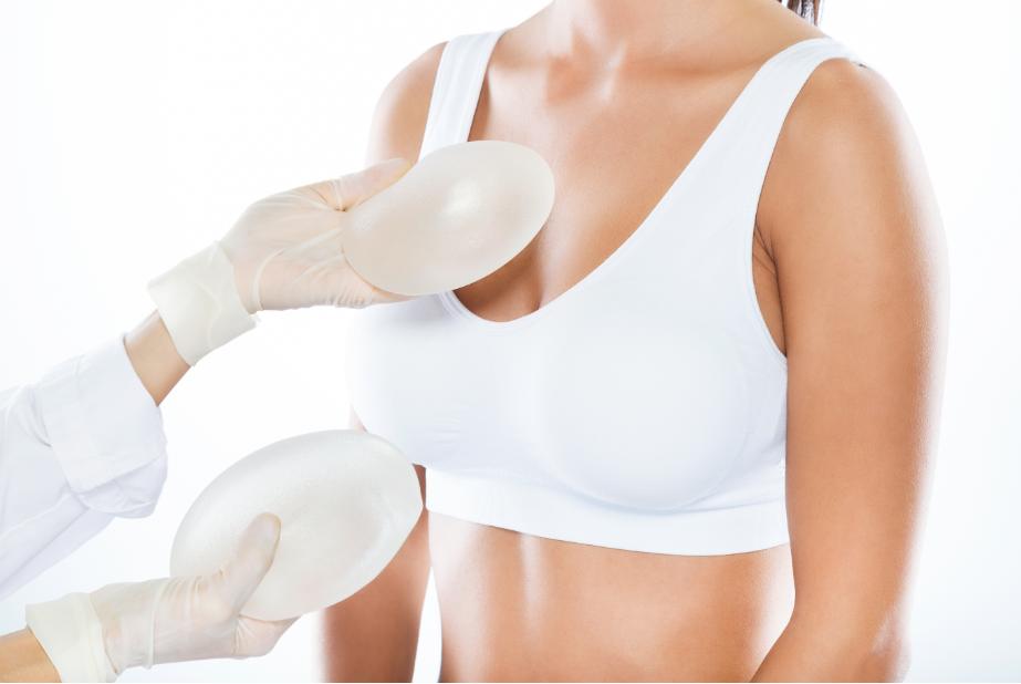 Redução de mama com prótese é possível?